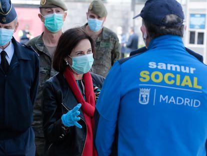 La ministra de Defensa, Margarita Robles, a su llegada al antiguo hospital de campaña de Ifema.