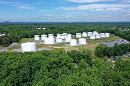 Fuel tanks at a Colonial plant in Charlotte (North Carolina), this Monday.