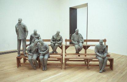 'Towards the Corner', de Juan Muñoz, en la exposición inaugural de la Tate Modern de Londres, en 2000.