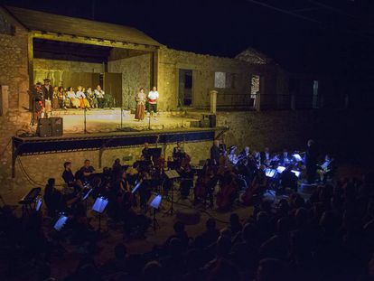La obra 'El barberillo de Lavapiés' representada en el festival La Antigua Mina.