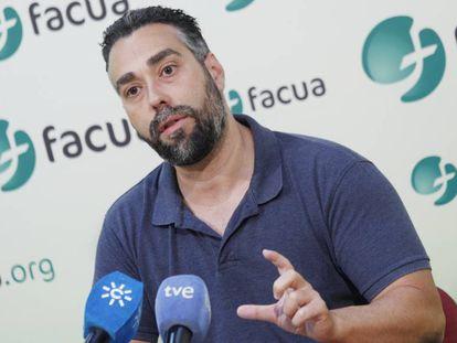 Rubén Sánchez, de Facua, esta mañana en Sevilla.