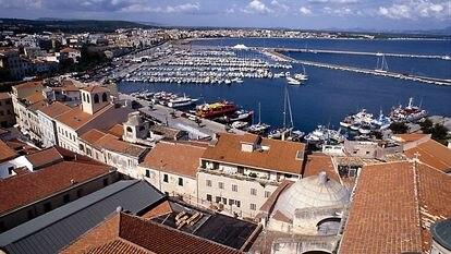 El puerto de la ciudad de Alguer, en Cerdeña.