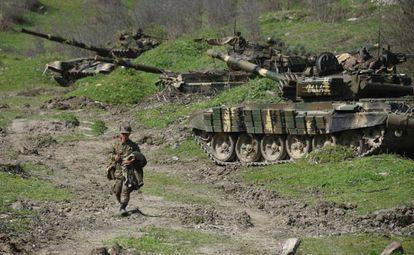 Un soldado en la defensa del Alto Karabaj