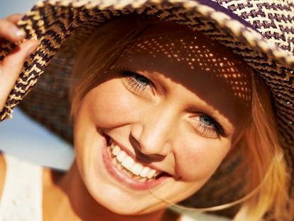 Las cremas fotoprotectoras con color son perfectas para incluir en la rutina habitual de belleza. GETTY IMAGES
