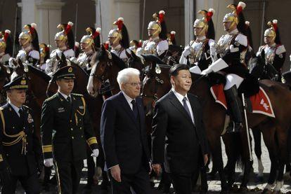 El presidente de Italia, Sergio Mattarella, y el líder chino, Xi Jinping, en el Palacio del Quirianal el viernes.