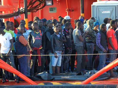 El 'Maria Zambrano' llegado al puerto de Algeciras (Cádiz) con 138 personas rescatadas en aguas del Estrecho.