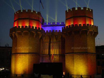 Las Torres de Serranos, iluminadas por el acto de la Crida.