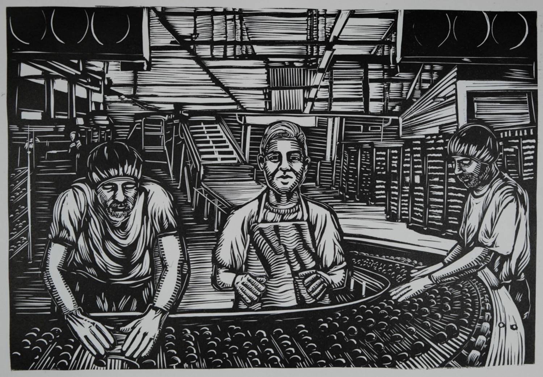 Ilustración del interior de una fábrica. Un obrero adolescente delante de una cinta transportadora rodeado de obreros adultos.