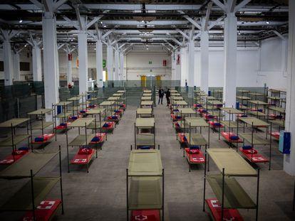Pabellón de la Fira de Barcelona habilitado para acoger a personas sin hogar en plena crisis del coronavirus, en Barcelona.