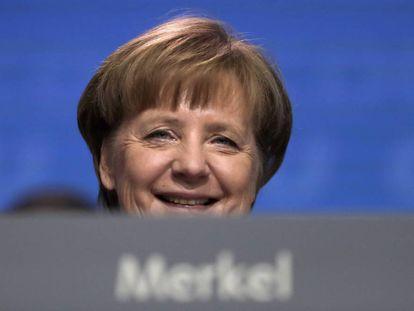La canciller alemana, Angela Merkel, sonríe, durante el congreso de su partido, la Unión Cristiano Demócrata el pasado lunes en Berlín.