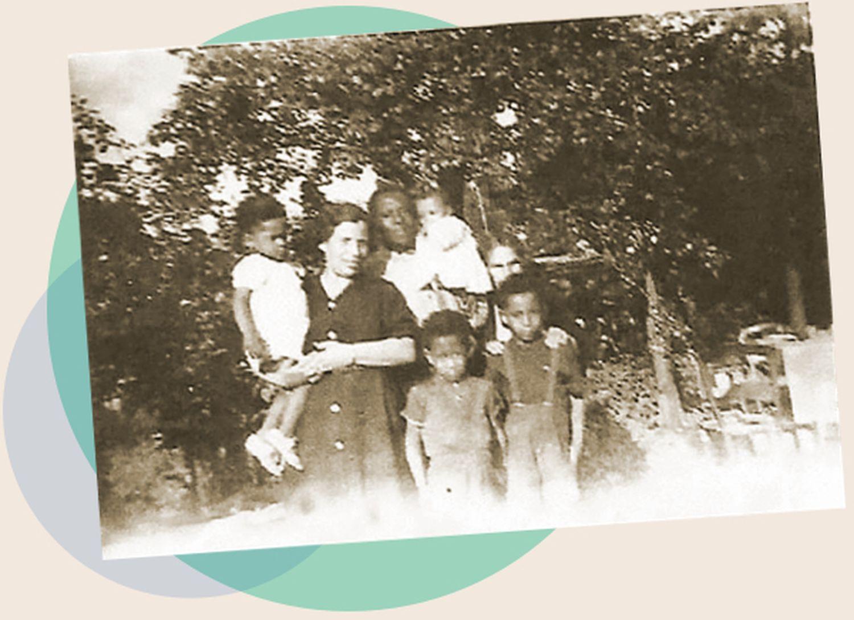 Cristina Sáez y José Epita con sus hijos José, Francisco, Andrés y Rafael y su abuela María Contreras en Mérignac al acabar la Segunda Guerra Mundial.