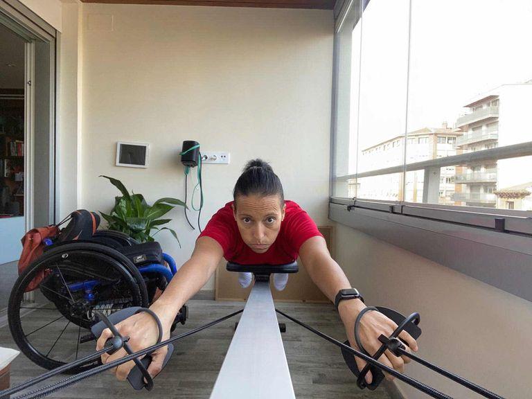 Teresa Perales, entrenándose en su casa.