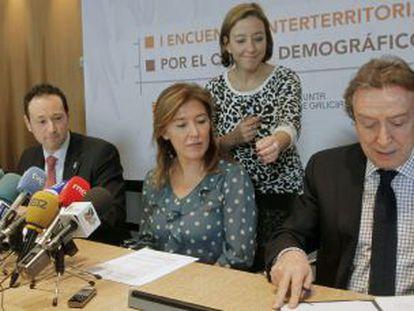 Los responsables de la Junta de Castilla y León, Asturias, Galicia y Aragón firman la declaración por el Cambio Demográfico.