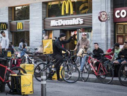 Repartidores de Glovo, en Barcelona.