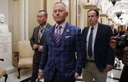 El congresista demócrata Jeff Van Drew (en primer término) en la Cámara de Representantes