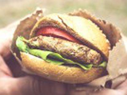 Salchichas, hamburguesas y otros productos cárnicos procesados son  carcinógenos para humanos , dice la agencia sanitaria. La carne roja es  probablemente carcinógena .
