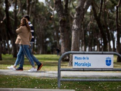 Un parque en La Moraleja, el barrio con la renta media más alta de España.