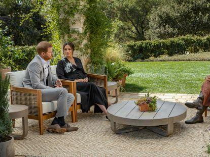 Meghan Markle y el príncipe Enrique, durante la entrevista concedida a Oprah Winfrey.