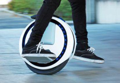 El monociclo 'Ninebot One' puede cargar 120 kilos y subir pendientes de hasta 20 grados, según su fabricante.