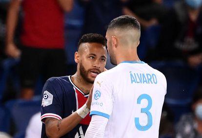 Neymar y Álvaro González se encaran el pasado domingo en el Parque de los Príncipes en el partido entre el PSG y el Olympique de Marsella.