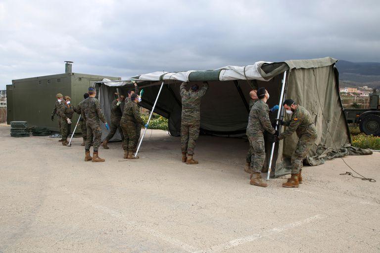 Carpas militares instaladas en la ciudad de Melilla.