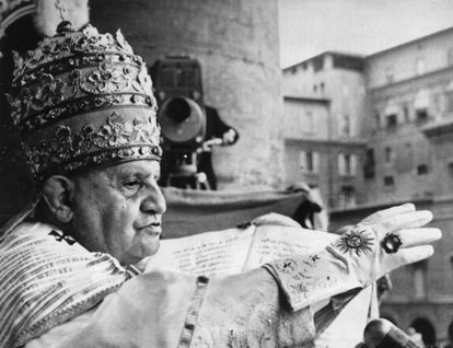 El 'Papa bueno', Juan XXIII, durante la ceremonia de coronación en San Pedro.