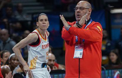 Anna Cruz y Lucas Mondelo, durante un partido del Eurobasket en 2019.