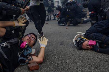 Foto por la que Vera ha obtenido el Pulitzer. Manifestantes detenidos por la policía durante una protesta en Hong Kong, el 29 de septiembre de 2019.