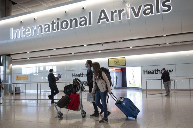 Pasajeros llegando al aeropuerto londinense de Heathrow el pasado 8 de junio.