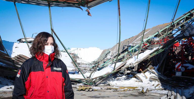 Isabel Díaz Ayuso, inspeccionando destrozos por el temporal en Villamanrique de Tajo.