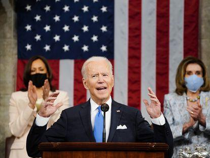 El presidente de EE UU, Joe Biden, junto a la presidenta de la Cámara de Representantes, Nancy Pelosy, y la vicepresidenta del país, Kamala Harris, el pasado 28 de abril.