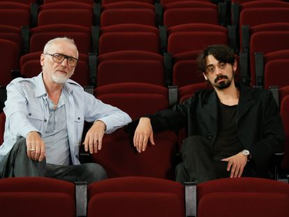 Jan Lauwers (i) y Victor Afung, creadores de la obra teatral Billys´s Violence, que se estrena en las Naves del Español de Matadero.