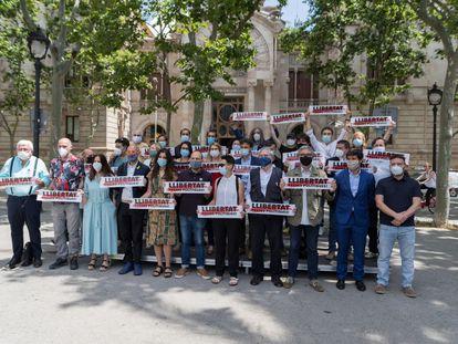 Entidades, partidos y sindicatos reclaman ante el TSJC la libertad de los presos del 'procés'.