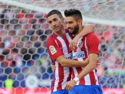 Gabi felicita a Carrasco por su primer gol ante el Granada.