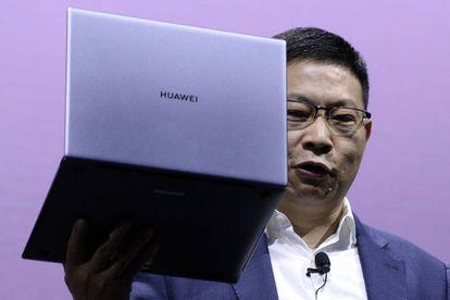 Richard Yu, tdirector de la división de productos de consumo de Huawei presenta el nuevo MateBook X Pro en Barcelona.