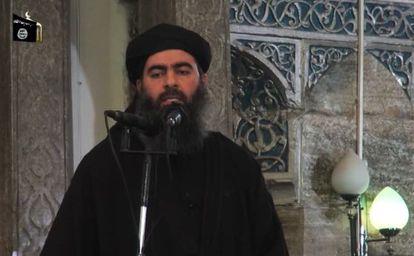 Fotograma del vídeo difundido en el que aparece supuestamente el jefe del EIIL, Abubaker al Bagdadi.