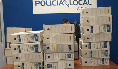 Archivadores requisados en la Policía Local de A Cañiza en una imagen difundida por el PSOE.