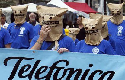 Trabajadores de Telefónica protestan en Valencia.