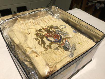 Imagen del trozo de la tarta nupcial de la boda de Carlos de Inglaterra y Lady Di, conservado durante 40 años.