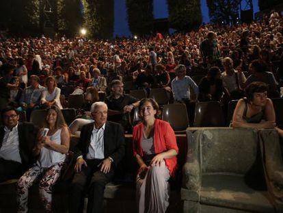 Ferran Mascarell y Ada Colau, en la inauguración del Festival del Grec de Barcelona.