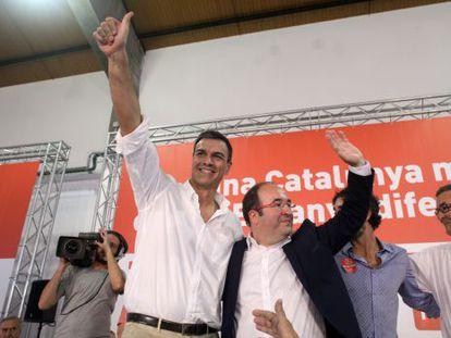 Pedro Sánchez, con Iceta, en el acto el domingo en Tarragona.