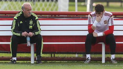 Del Bosque y Casillas, en una charla durante el Mundial 2014.