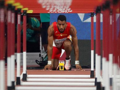 Orlando Ortega, antes de la salida de una serie de los 110m vallas del Mundial de Atletismo de 2019.