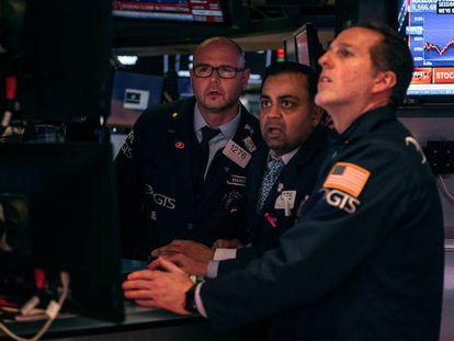 Trabajadores de la Bolsa en Nueva York, este jueves.