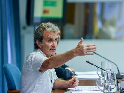 El director del Centro de Coordinación de Alertas y Emergencias Sanitarias (CCAES), Fernando Simón, interviene en una rueda de prensa para informar sobre la pandemia de covid-19, este lunes.
