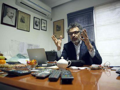 Saad Mohseni en su despacho en Kabul en una imagen de enero de 2016.