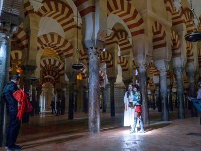 Visitantes en la Mezquita-Catedral de Córdoba.