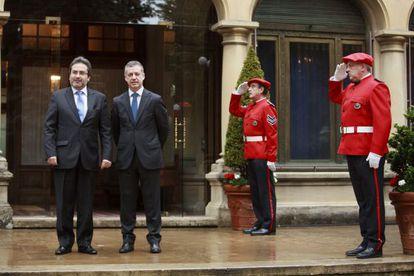 El primer ministro de Perú, a la izquierda, junto al 'lehendakari', en Ajuria Enea.