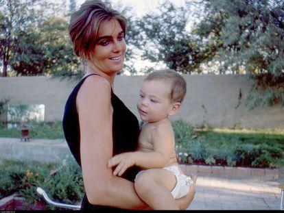 Fotografía tomada por Budd Berlin de su esposa la escritora Lucia Berlin y su hijo David en Alburquerque en 1963.