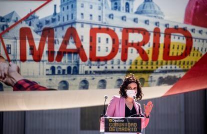 La presidenta de la Comunidad de Madrid, Isabel Díaz Ayuso, en una rueda de prensa de Iberia, el 12 de abril de 2021, en Madrid (España).